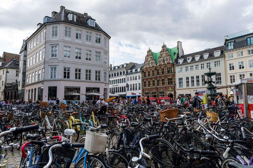 Fahrradständer wie dieser in Kopenhagen können in Dänemark ganz schön überfüllt sein. Dort werden 18 Prozent ...