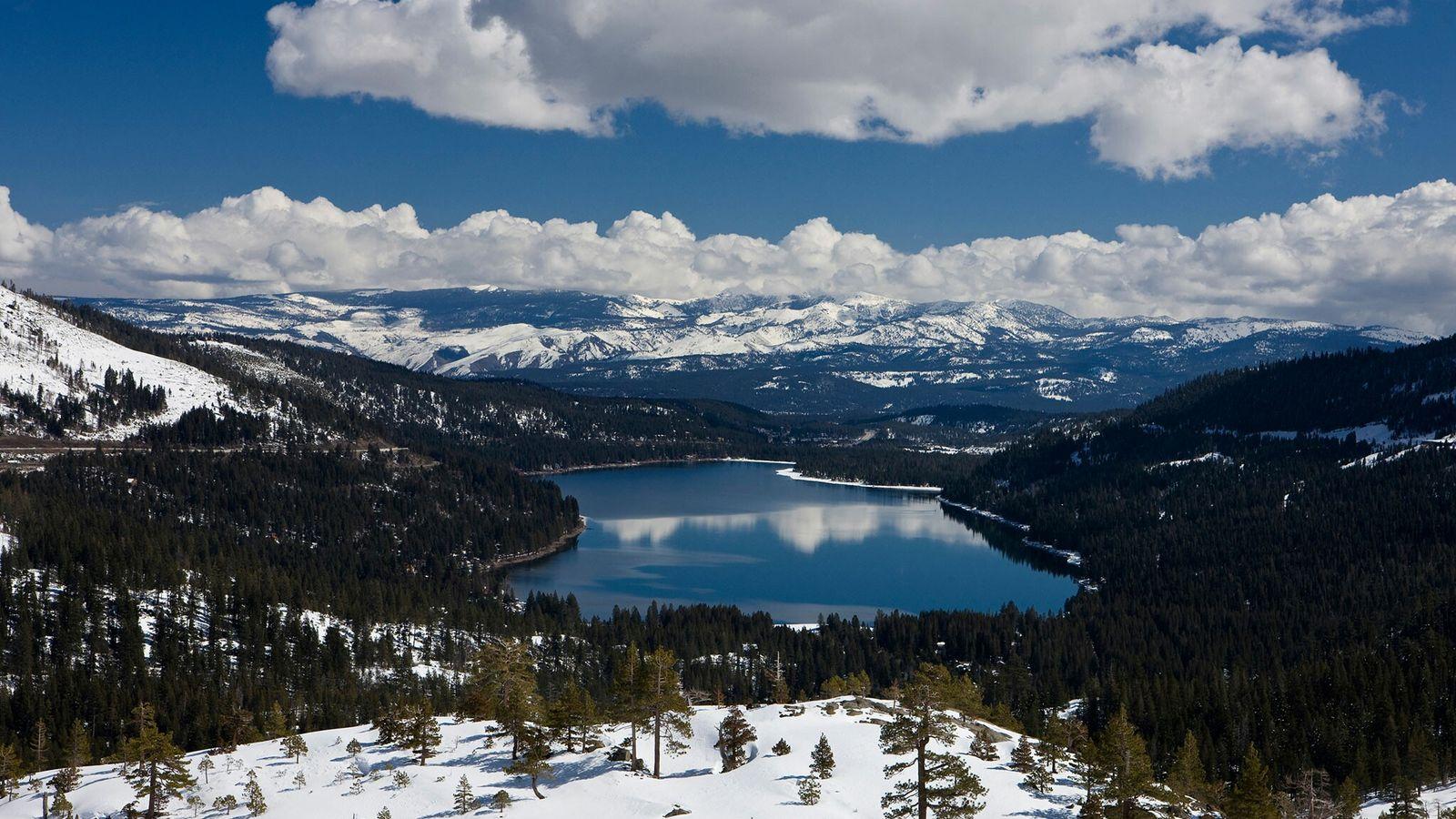 Der kalifornische Donner Lake erhielt seinen Namen von der Donner Party, deren Mitglieder 1846 in der ...