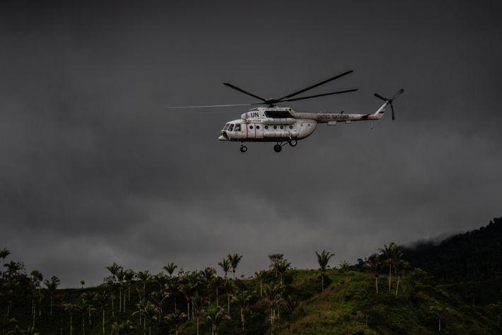 Ein Hubschrauber der Vereinten Nationen beim Start aus einem Camp, das vorher von FARC-Rebellen genutzt wurde. ...
