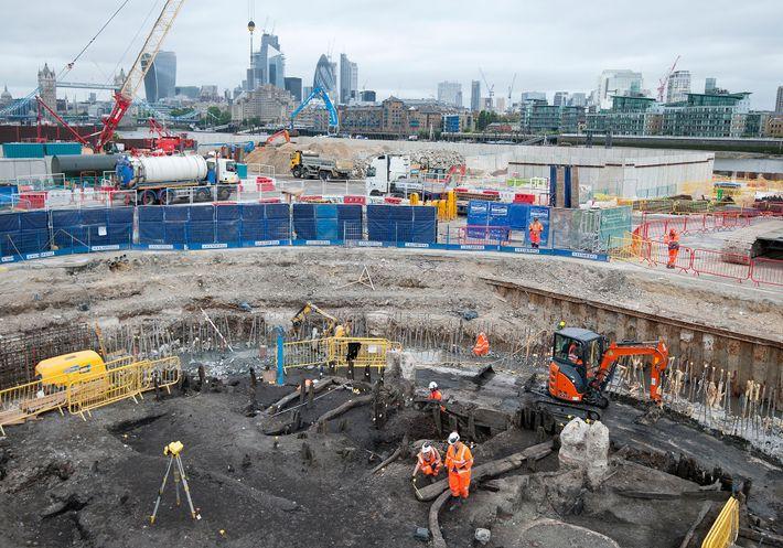 Archäologen und andere Experten vom Museum of London Archaeology bargen bei Ausgrabungen am Thames Tideway Tunnel ...