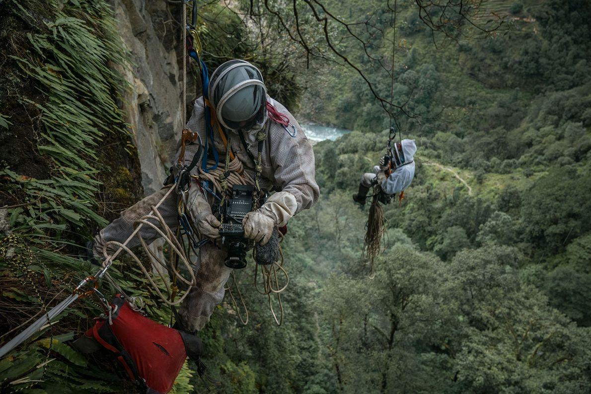Renan Ozturk hat sich mit 90 Metern Seil eingedeckt. Mit seiner kompletten Ausrüstung seilt er sich …