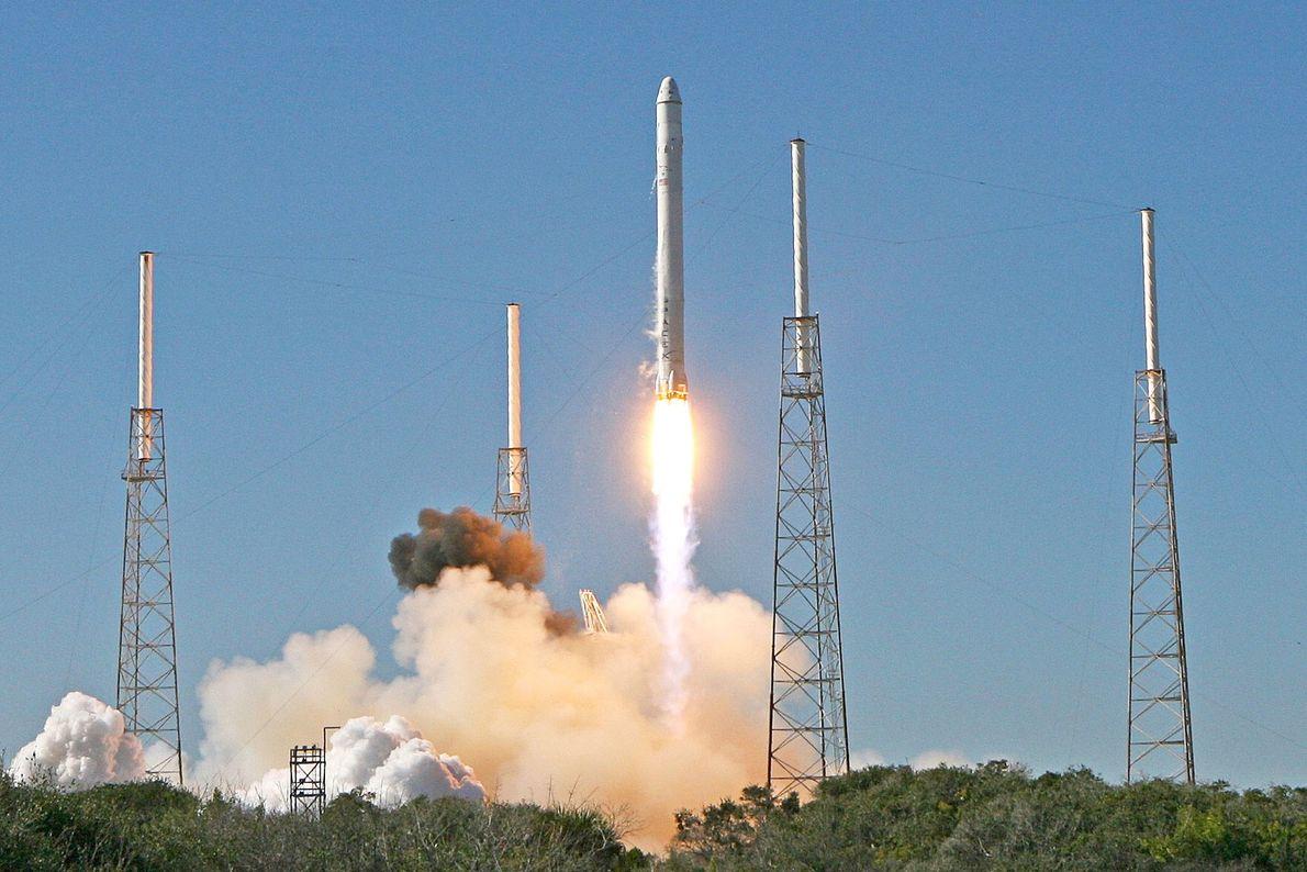 Ende 2010 startete die SpaceX-Rakete Falcon 9 zum zweiten Mal – und trug diesmal einen weiteren ...