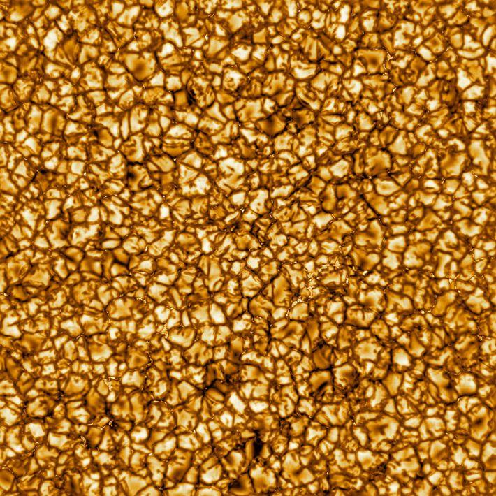 Dieses Bild des DKIST (Daniel K. Inouye Solar Telescope) vom Februar 2020 ist die bisher hochauflösendste ...