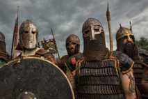 Reenactors haben sich in Polen für den Nahkampf gerüstet. Die Wikinger wurden ihrem Ruf oft gerecht: ...