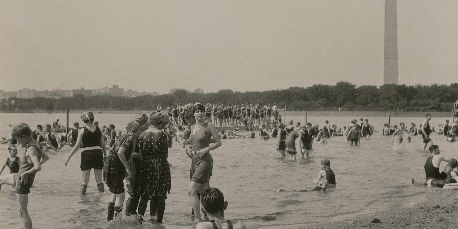 Endloser Sommer: 16 Bilder von Sonnenanbetern aus den Archiven