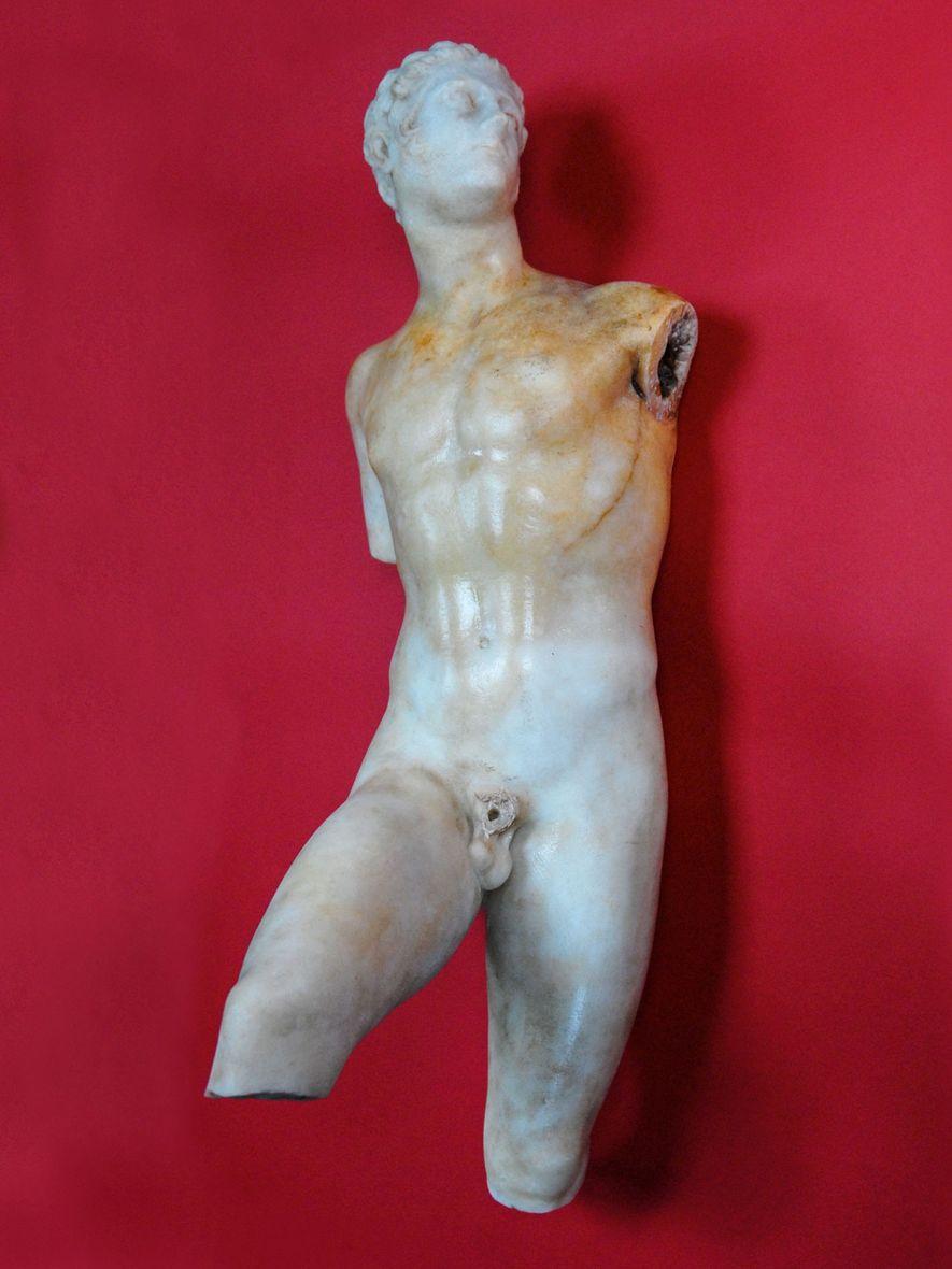Nach 14 Jahren der erfolglosen Suche grub Papakosta diese römische Marmorstatue von Alexander dem Großen aus, ...