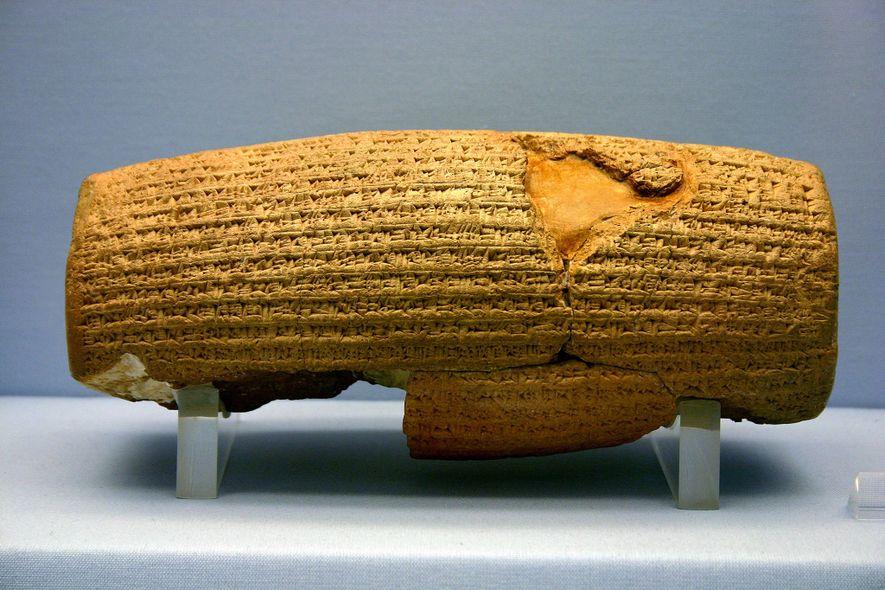Der Kyros-Zylinder, der aus dem 6. Jahrhundert v. Chr. Stammt, gilt als erste Erklärung der Menschenrechte.