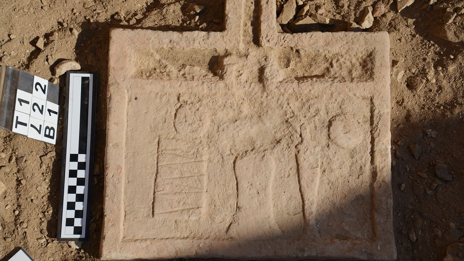 Dieser Tisch für Opfergaben wurde in Intefs Grab gefunden. Die Gräber der Stätte wurden zwar größtenteils ...