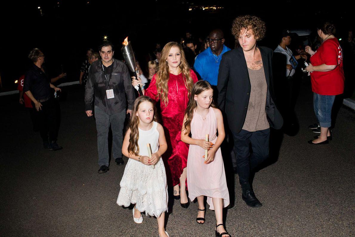 Lisa Marie Presley mit ihren Zwillingstöchtern