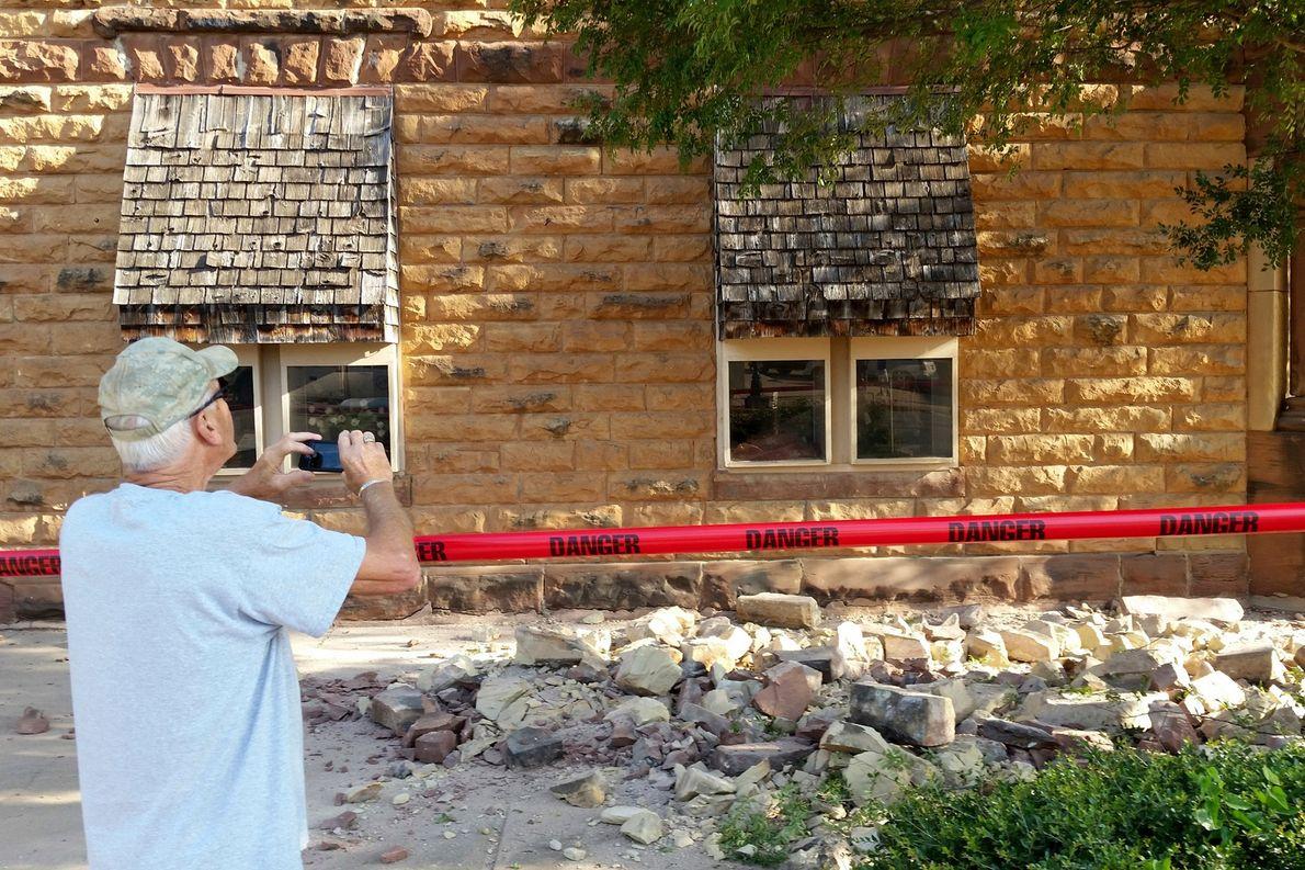 Steve Gibson fotografiert Schäden an einem Haus