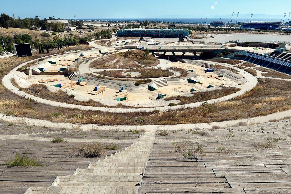 Blick auf das Olympische Kanu-/Kajakslalom-Center im Elliniko Olympic Complex in Athen, Juli 2014.