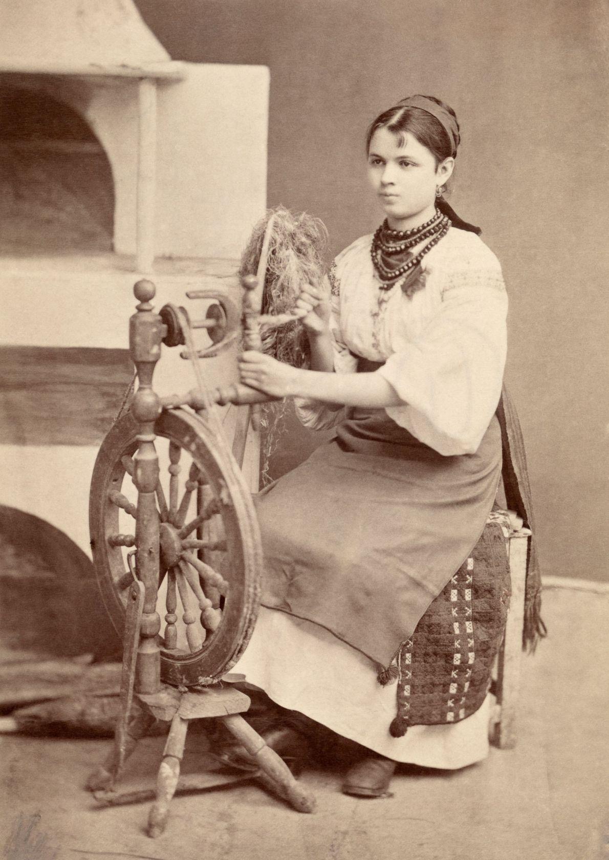Frau in traditioneller ukrainischer Tracht