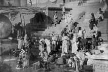 Varanasi, festgehalten auf dieser National Geographic-Aufnahme von 1907, ist seit mindestens 3.000 Jahren bewohnt und die ...