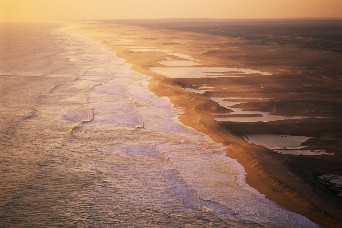 An der Skelettküste Namibias gruben die Menschen nach den ersten Diamantenfunden im Sand nach Reichtümern.
