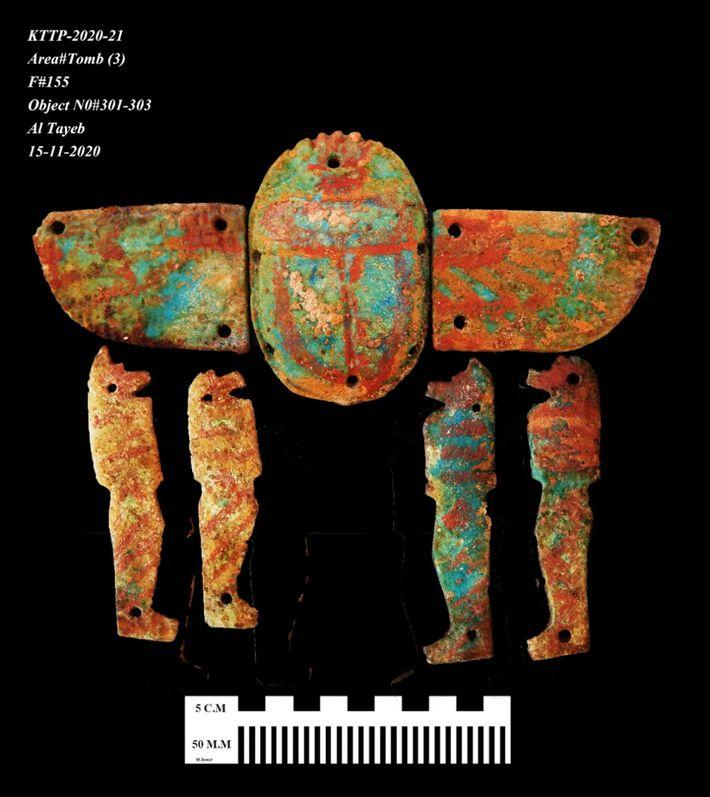 Archäologen haben eine Fülle von dekorativen und rituellen Gegenständen gefunden, darunter Skarabäen und Amulette.