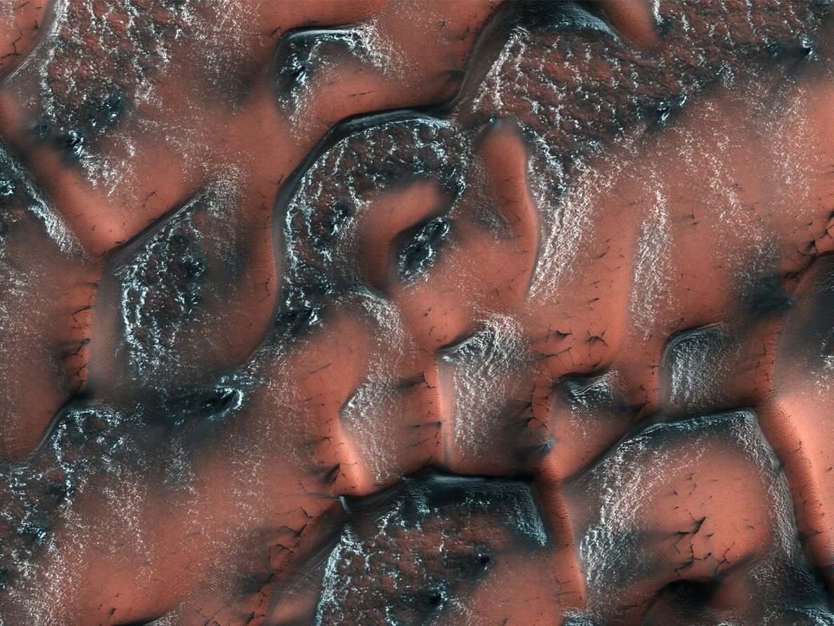 Der Mars Reconnaissance Orbiter nahm dieses Bild im Mai 2017 mit seinem HiRISE-Instrument auf. Im Winter ...