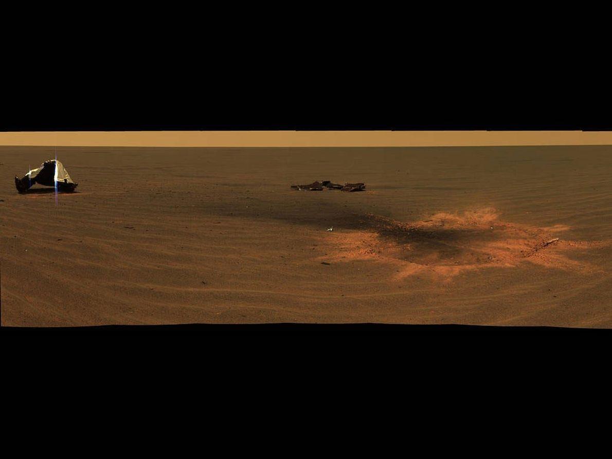 Die Einschlagstelle des Hitzeschilds vom NASA-Rover Opportunity.
