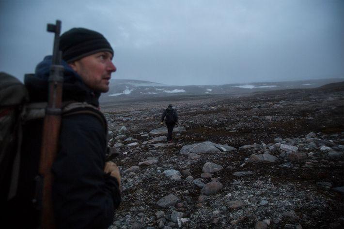 William D'Andrea, ein Paläoklimatologe am Lamont-Doherty Earth Observatory der Columbia University in New York, hält an ...