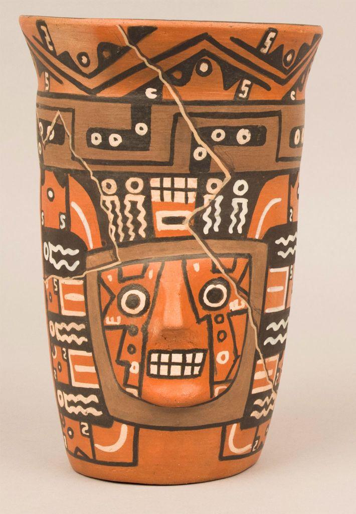 Um zu verstehen, wie im Altertum Bier gebraut wurde, haben Archäologen Trinkgefäße der Wari aus lokal ...