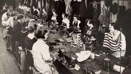 Ärmel hoch und angepackt: Vintage-Fotos von Frauen bei der Arbeit