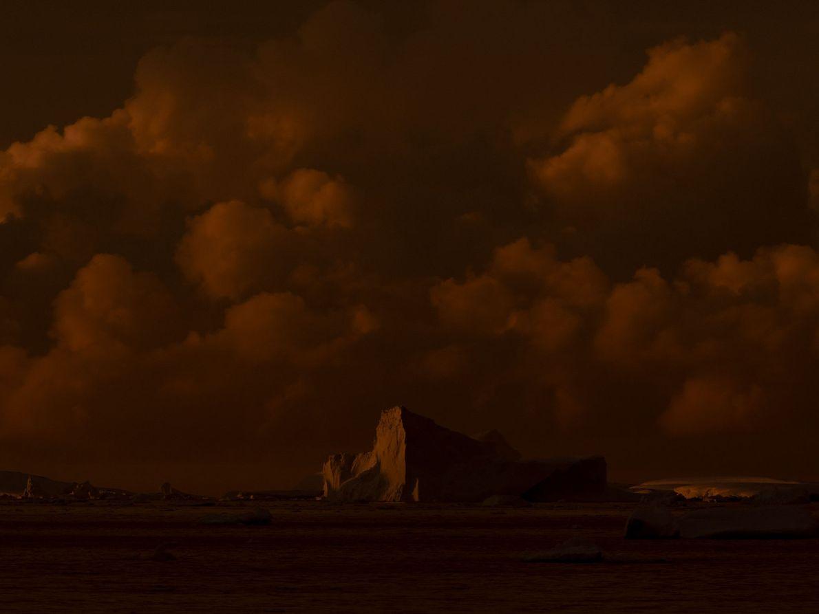 Die Sonne geht in der Antarktis unter. Skovranova hofft, dass ihre Bilder die Menschen dazu anregen, ...