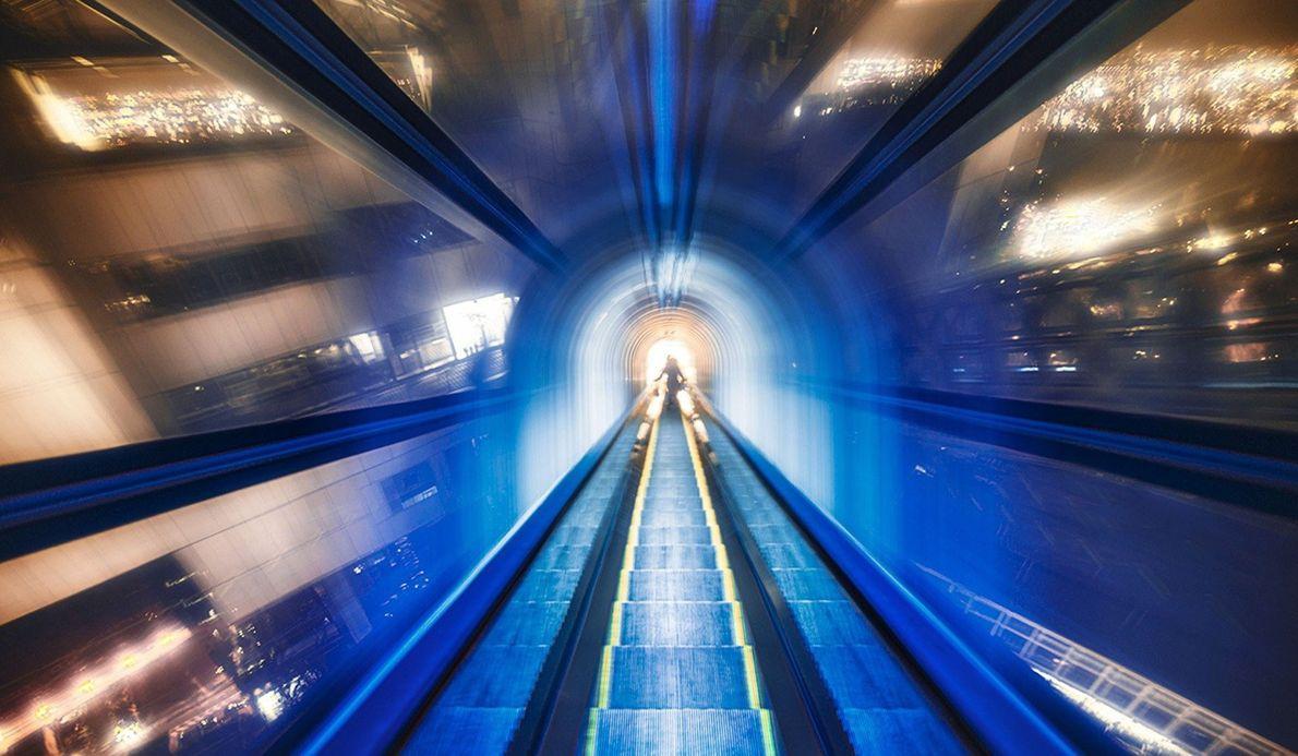 Schwebende Rolltreppe