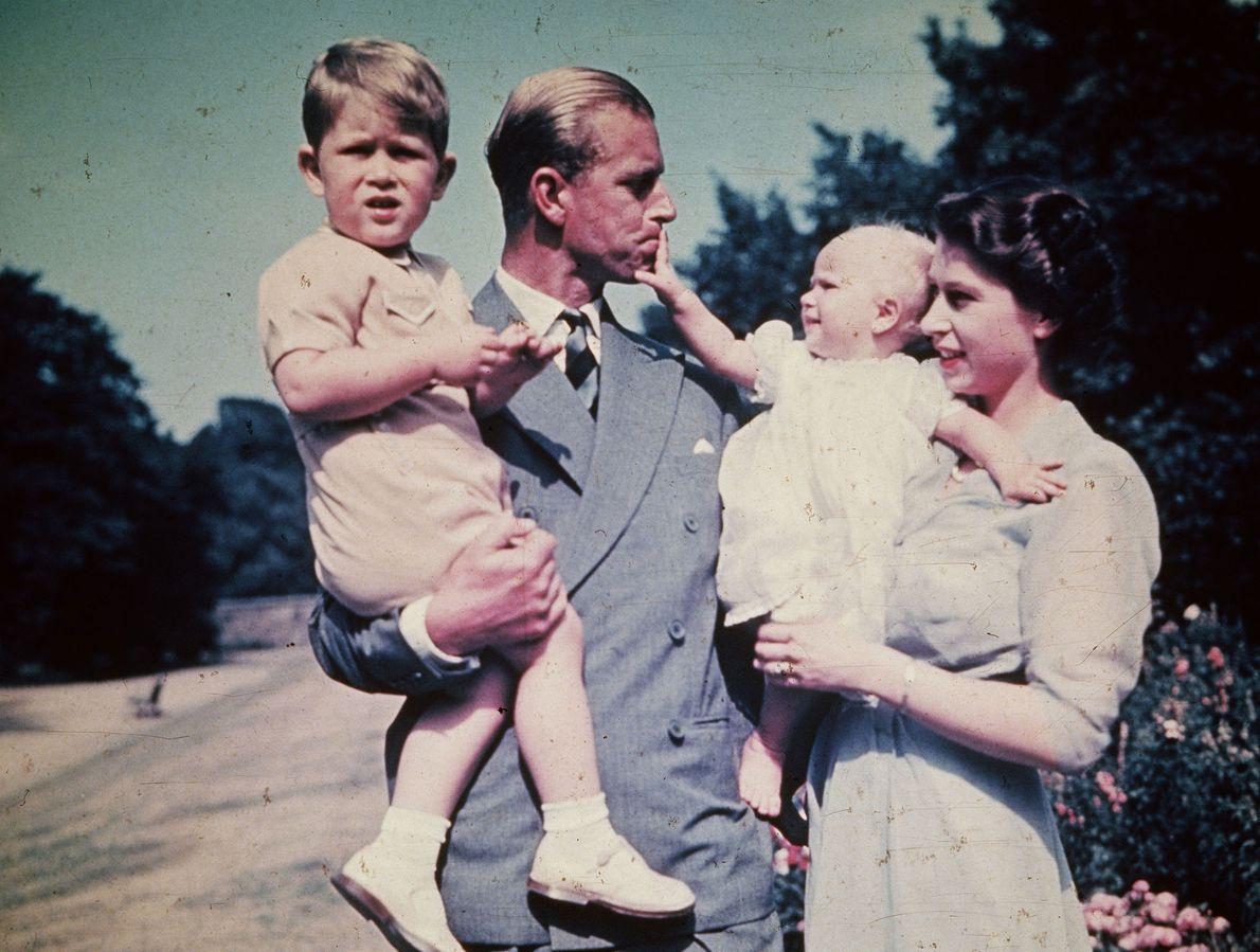 Bild von Prinzessin Elisabeth mit ihrem Mann Prinz Philipp von Griechenland, dem Duke of Edinburgh, und ...