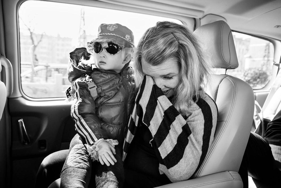 Stephanie und ihre Adoptivtochter Lotus