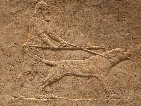 Fido verewigt: Hunde in der Kunst des Altertums
