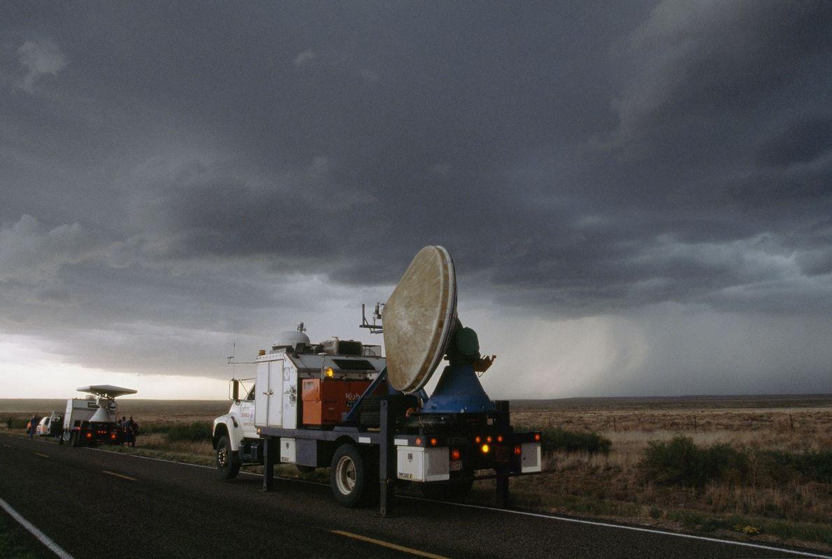 In Texas zeichnet ein Doppler-Radar Stürme auf. Durch die voranschreitende Technik kann man Messinstrumente mittlerweile direkt ...