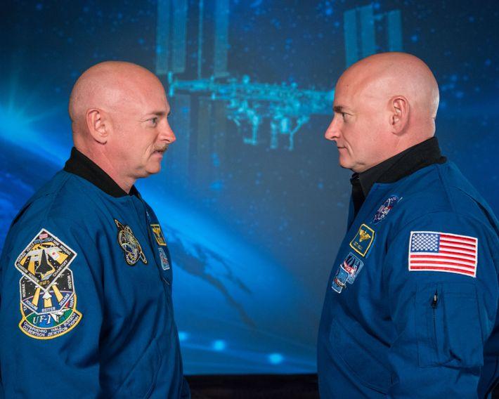 Die Zwillingsbrüder und Astronauten Mark und Scott Kelly nahmen beide an der Zwillingsstudie teil, welche die ...