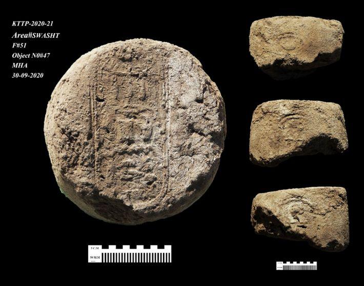 Hieroglyphische Inschriften auf den Tonkappen von Weingefäßen in der Stätte halfen, die Stadt auf die Regierungszeit ...