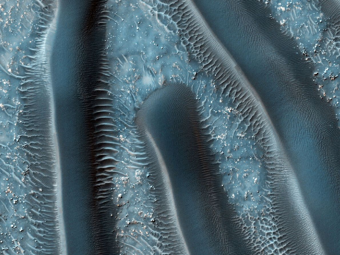 Sanddünen gehören zu den häufigsten vom Wind geformten Oberflächenmerkmalen des Mars. Sie liefern Hinweise auf die …