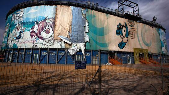 Die Sportstätte für Beach-Volleyball für die Olympischen Spiele in Peking 2008 steht verlassen mitten in der ...