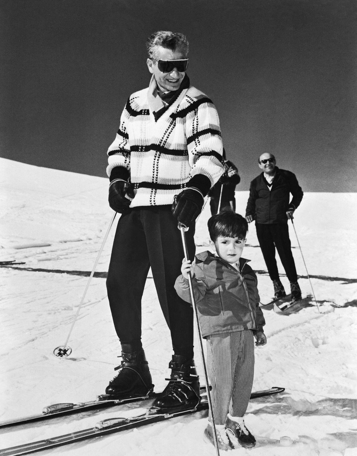 Der iranische Schah Mohammad Reza Pahlavi und sein Sohn
