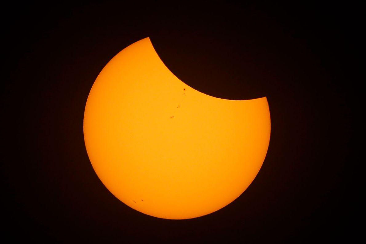 Mond schiebt sich vor die Sonne