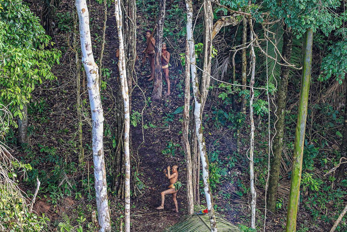 Foto von Menschen im Amazonasurwald
