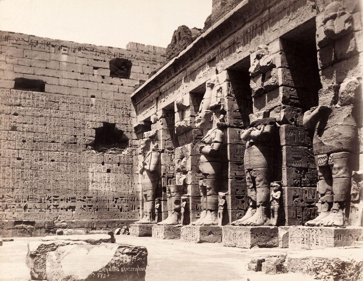 Die altägyptische Stadt Theben, hier auf einem Foto von 1913 zu sehen, ist heute die geschäftige …