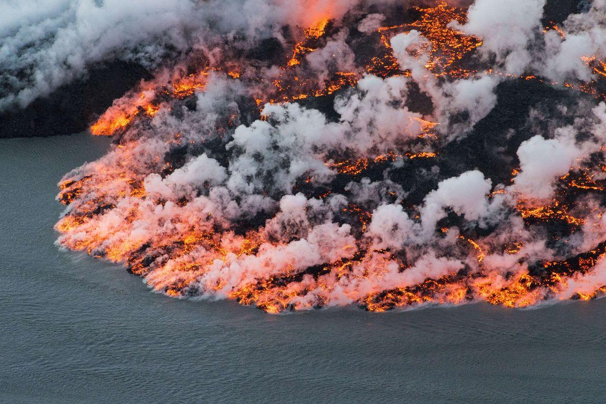 Der Vulkan Bárðarbunga in Island vereint wahrhaft extreme Gegensätze: Sein zentraler Krater liegt unter dem Eis ...
