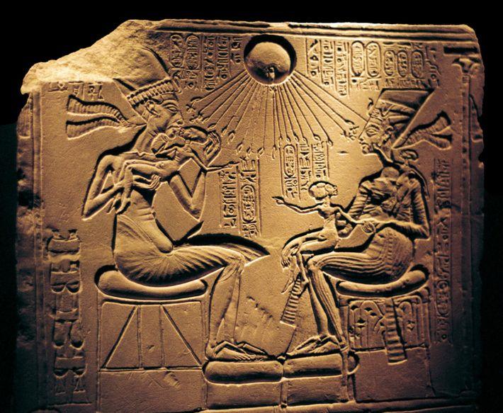 """Echnaton, der die """"Goldene Stadt"""" verließ, um in Amarna eine neue Hauptstadt zu errichten, förderte einen ..."""