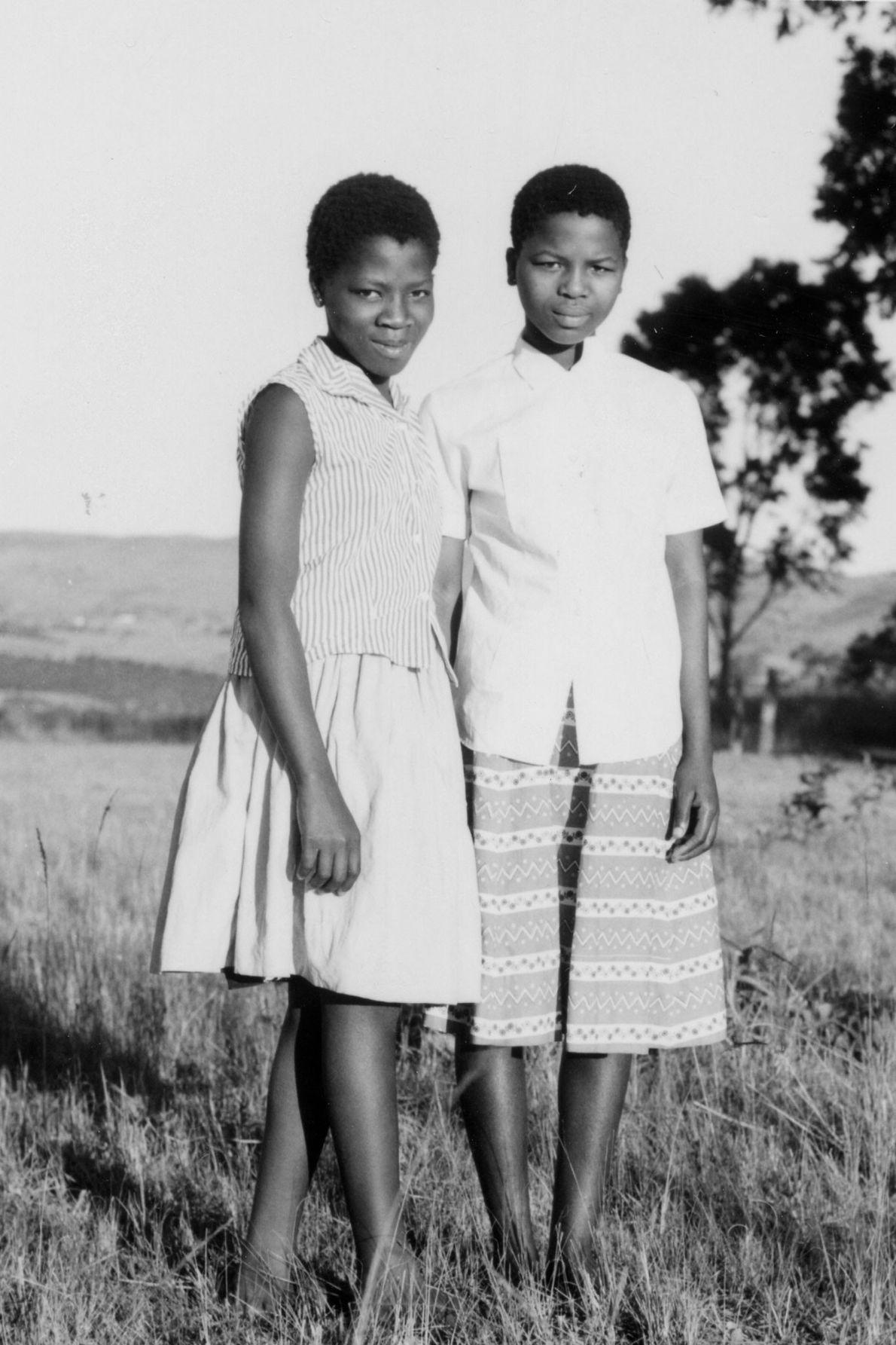 Nftombi Tfwala (rechts) und eine Tochter des Königs Sobhuza II. von Eswatini