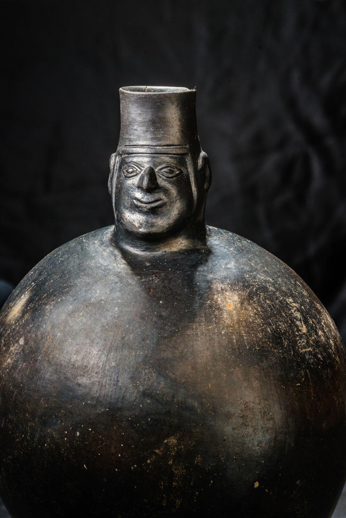 Diese aus Stein geschnitzte Figur war eines der Objekte, die in El Castillo de Huarmey entdeckt ...