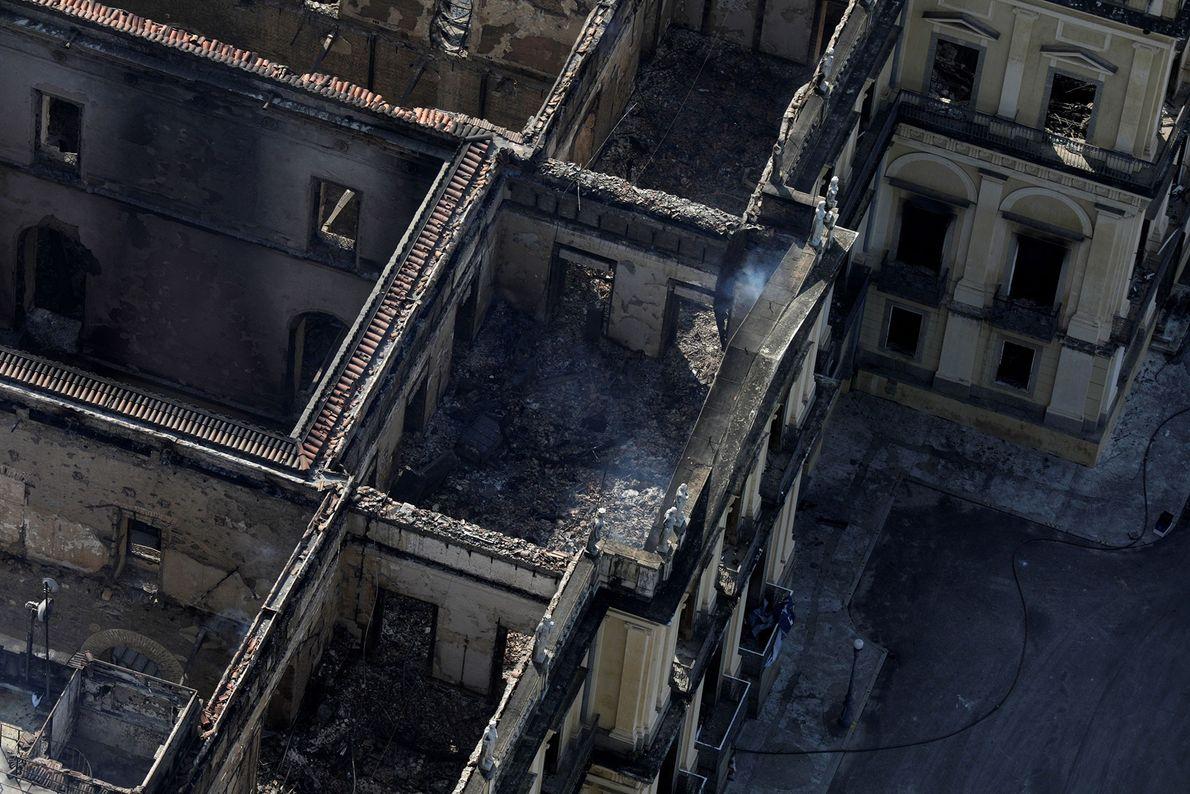 Einige der Sammlungen haben den Brand überstanden, aber Behörden gehen davon aus, dass mindestens 90 Prozent ...