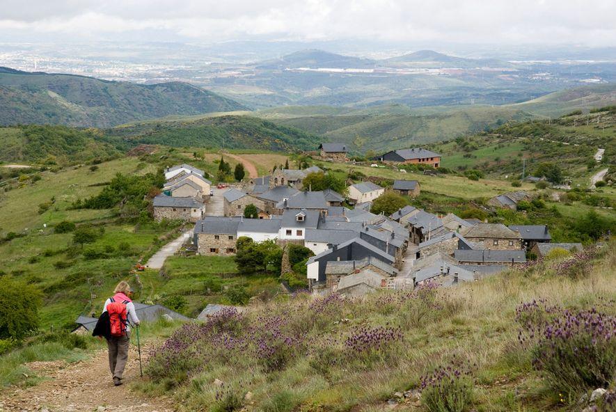 Jedes Jahr wandern Tausende Pilger den 80 Kilometer langen Jakobsweg im Norden Spaniens ab, der angeblich ...