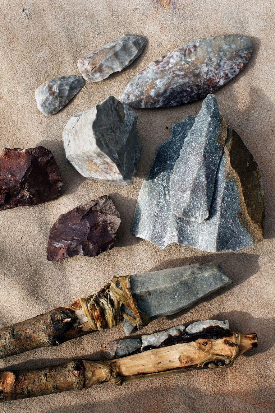 Von frühen Homo sapiens angefertigte Wurfwaffen, die am Pinnacle Point in Südafrika gefunden wurden, zeugen dem ...