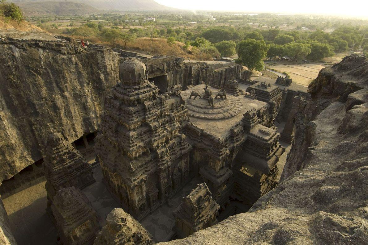 Es hat Jahrzehnte gedauert, bis Steinmetze im 8. Jahrhundert den detailreichen Kailasa-Tempel in Indien fertiggestellt hatten. ...