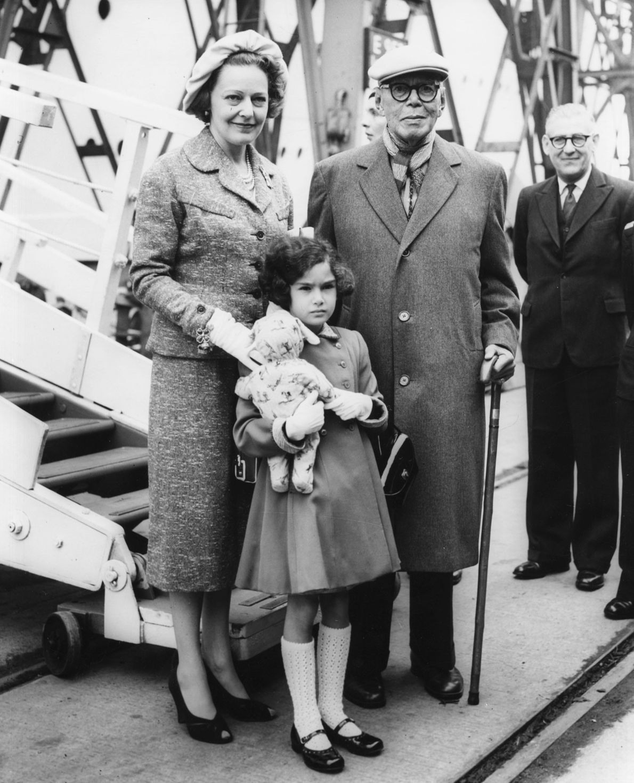 Sultan Ibrahim I. von Johor mit Frau und Tochter
