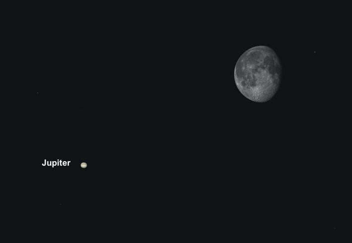 Gute Gelegenheit für ein Astrofoto: Der Mond zieht am 23. April besonders dicht am Jupiter vorbei.