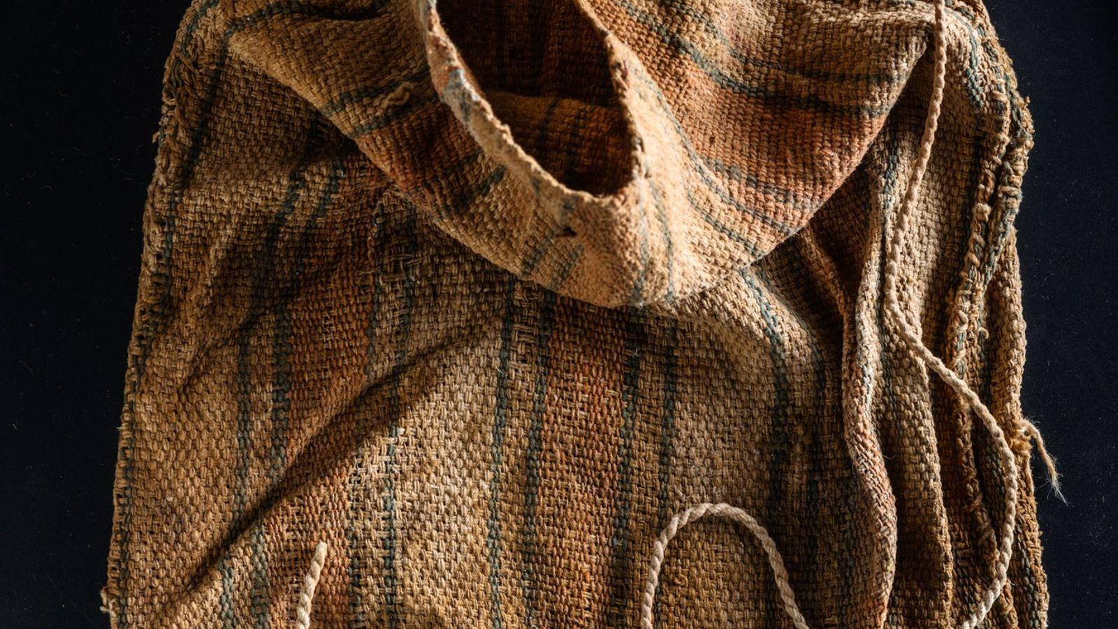 Wari-Textilien wurden ebenfalls im Grab gefunden.