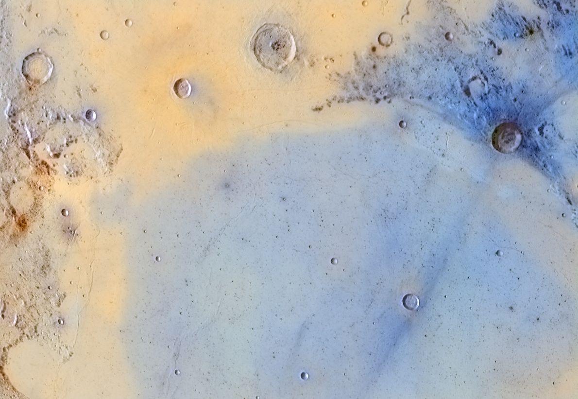Eine Detailaufnahme der Mondoberfläche offenbart Details, die man nur selten zu Gesicht bekommt.